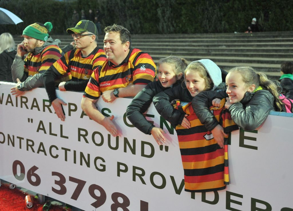Brett Rudmond, Corrie James, Tony Lyford, Caddy Sims, Kaysha Quirke and Macy Lyford bang the tin hoarding in support.
