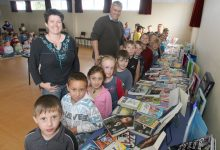 Eketahuna School principal Nick Beamsley with pupils in 2010. PHOTO/FILE